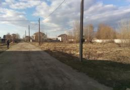 10 acres, on the border with Kiev, under construction house. Host