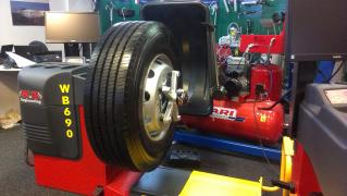 Шиномонтажне обладнання для легкових та вантажних автомобілів